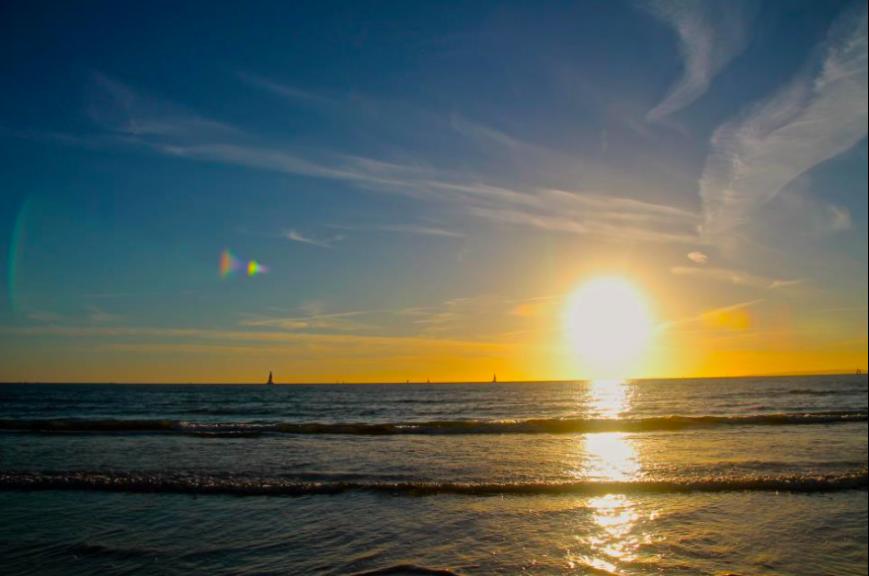 A sun set over the beach.